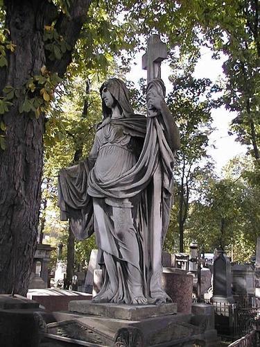 Образование черной гипсовой корки на скульптуре «Вера».