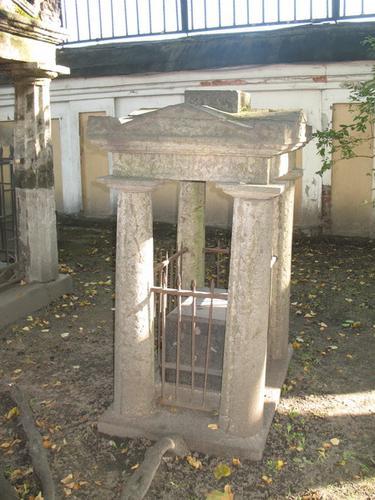 Общий вид надгробного памятника