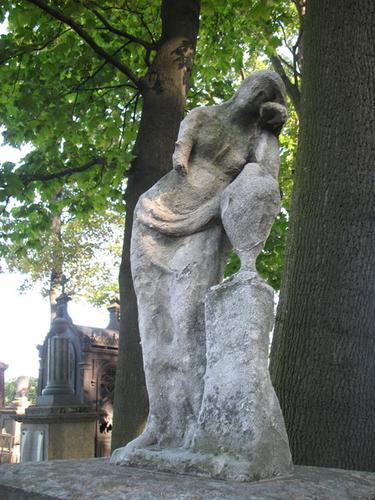 Мраморная скульптура. Сильное разрушение, выкрашивание мрамора