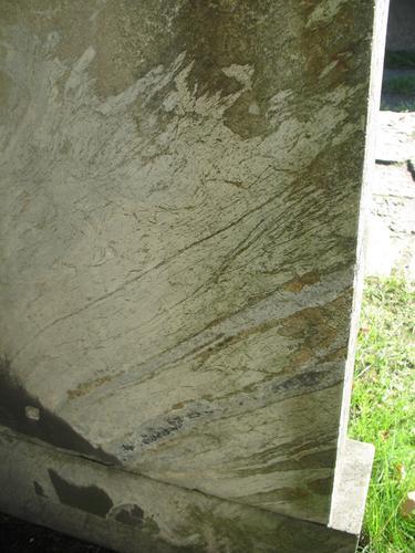 Налет водорослей, начало образования гипсовой корки  в нижней части полуротонды.
