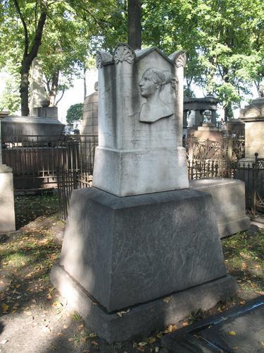 Общий вид нагробного памятника