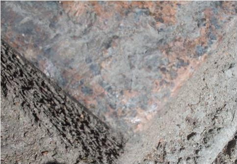 Отслаивание горной породы, атмосферные грязевые отложения.