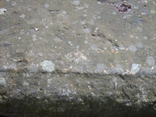 Огрубление поверхности, углубления и впадины из-за выветривания.