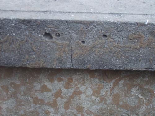 Трещины, углубления и впадины, огрубление поверхности