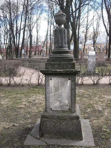Общий вид памятника (восточная сторона)