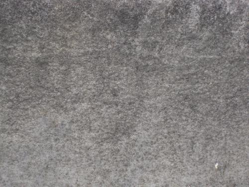 Налет грибов на постаменте (юго-восточная сторона)