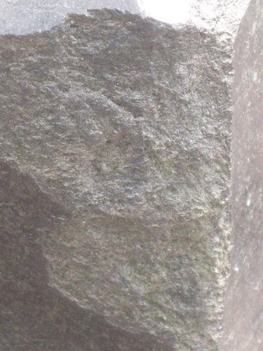Выбоина неизвестного происхождения (южная сторона)