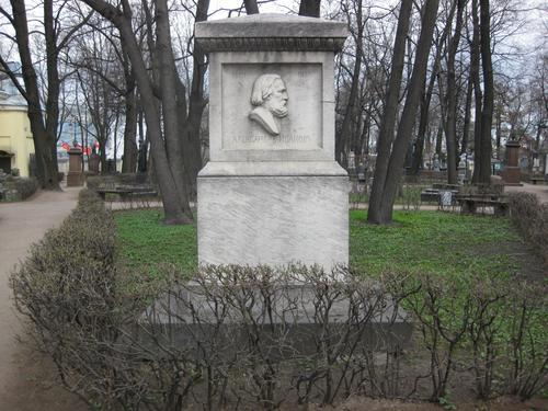 Общий вид памятника (западная сторона)