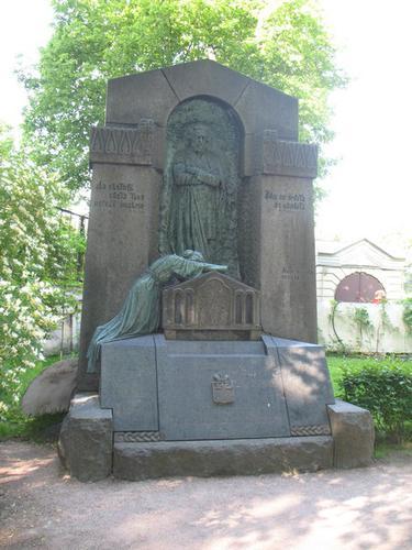 Общий вид памятника (южная сторона).