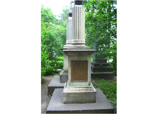 Общий вид памятника. Западная сторона. Май 2010 г.