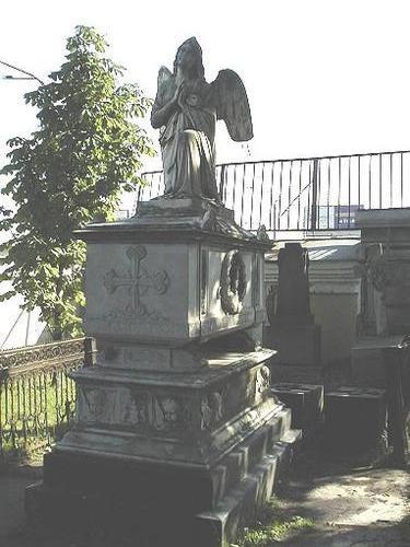 Общий вид памятника. Западная сторона. 2002 год.
