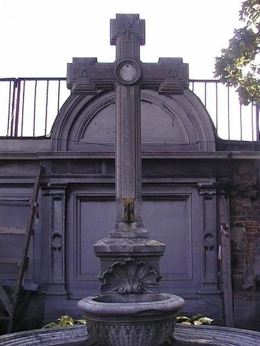 Общий вид надгробия.