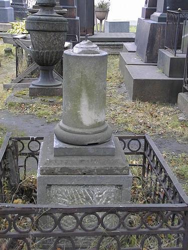 Общий вид памятника с южной стороны.