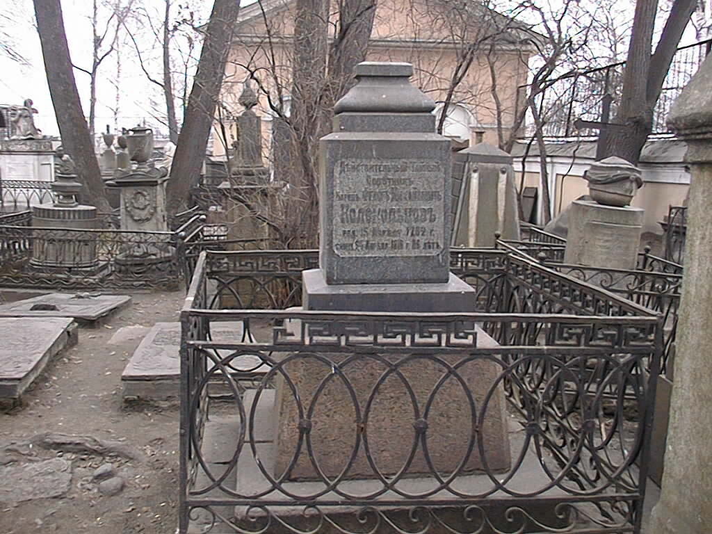 Общий вид памятника с западной стороны.