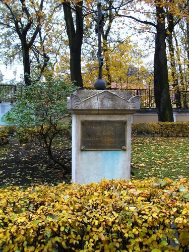 Общий вид памятника. Северная сторона. Сентябрь 2010г.