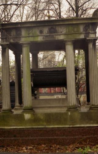 Общий вид памятника. Северная сторона. Осень 2000г.