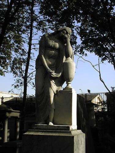 Скульптура «плакальщицы Трискони» из белого мелко-, среднезернистого мрамора