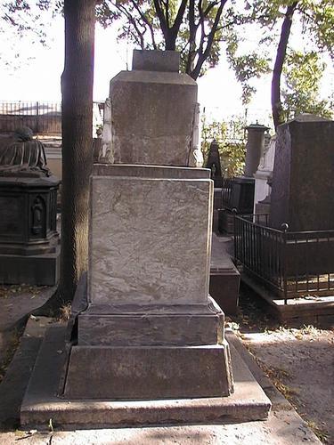 Общий вид памятника (западная сторона). Фото июля 2002 г.