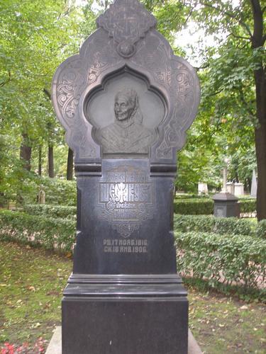 Общий вид памятника. Западная сторона. Май 2011 г.