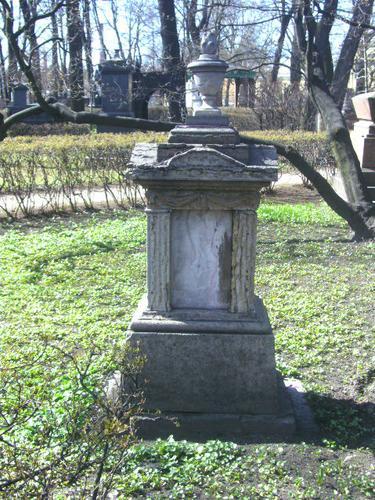 Общий вид памятника. Южная сторона. Май 2010 г.