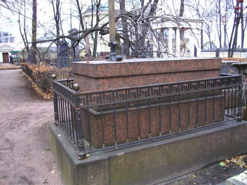 Общий вид памятника. Восточная сторона. Сентябрь 2009г.